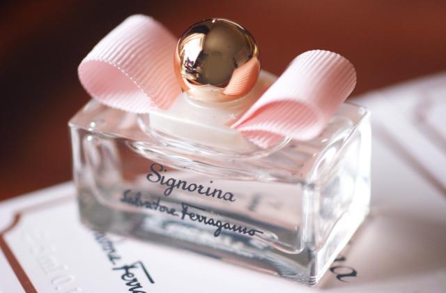 サルヴァトーレフェラガモ ミニチュア香水 最安値