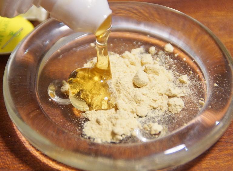漢方 パウダー 蜂蜜混ぜる クレンジング